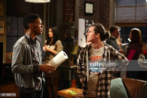 THE MIDDLE Eyes Wide Open Axl heads to Chicago to visit Hutch for the weekend but discovers that his friend who has his own apartment and a job is...