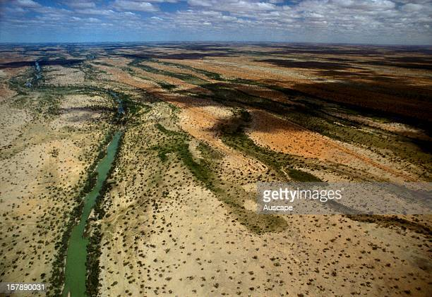 Eyre Creek draining water from the northern end of the Great Dividing Range into Lake Machattie an ancient sump once lying at the base of an inland...
