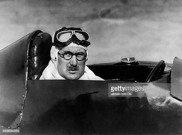 Eyston George Autorennfahrer GB in seinem Panhard Wagen1932
