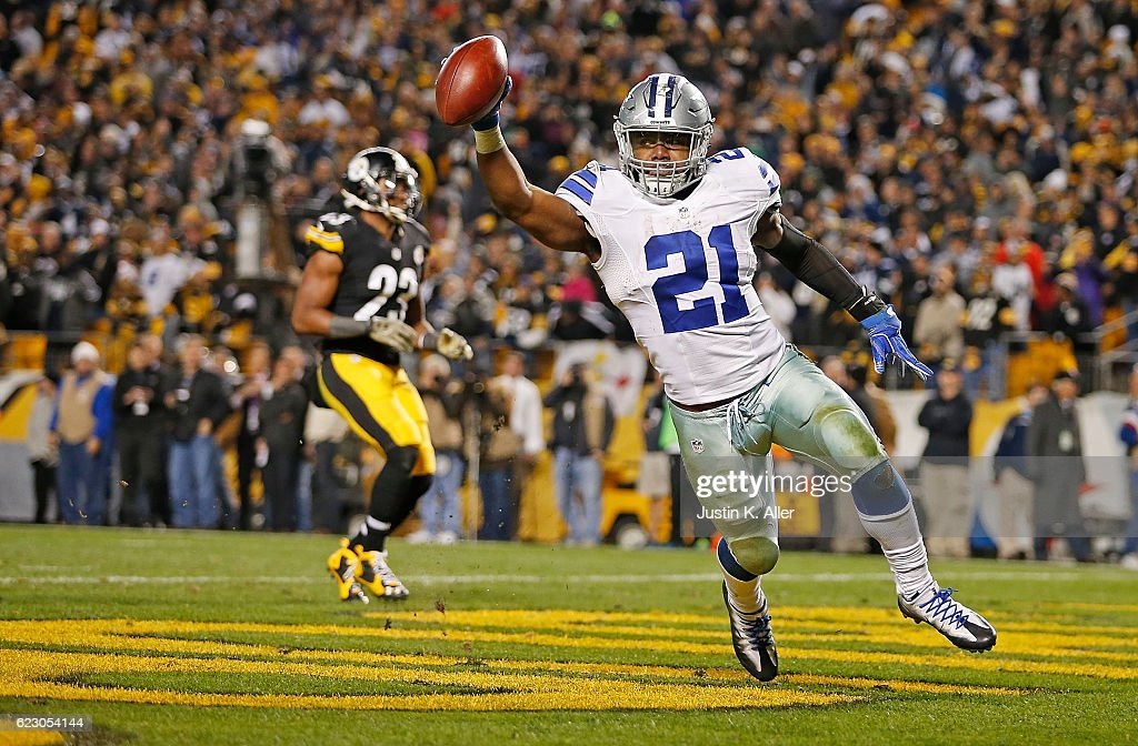 Ezekiel Elliott #21 of the Dallas Cowboys celebrates his 32-yard rushing touchdown in the fourth quarter during the game against the Pittsburgh Steelers at Heinz Field on November 13, 2016 in Pittsburgh, Pennsylvania.
