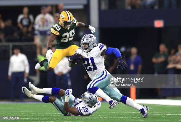 Ezekiel Elliott of the Dallas Cowboys runs the ball in the fourth quarter against the Green Bay Packers at ATT Stadium on October 8 2017 in Arlington...