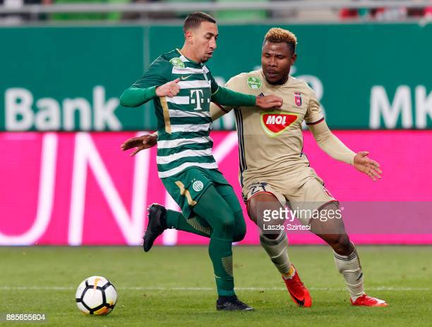 Ezekiel Henty of Videoton FC competes for the ball with Leandro De Almeida 'Leo' of Ferencvarosi TC during the Hungarian OTP Bank Liga match between...