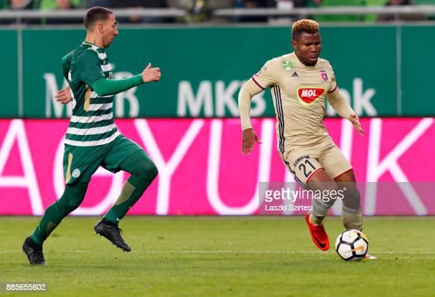 Ezekiel Henty of Videoton FC leaves Leandro De Almeida 'Leo' of Ferencvarosi TC behind during the Hungarian OTP Bank Liga match between Ferencvarosi...