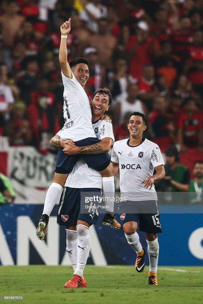 Ezequiel Barco (L), Fernando Amorebieta ( C) and Diego Rodriguez of Independiente celebrates a scored goal during the Copa Sudamericana 2017 Final match between Flamengo and Independiente at Maracana Stadium on December 13, 2017 in Rio de Janeiro, Brazil.