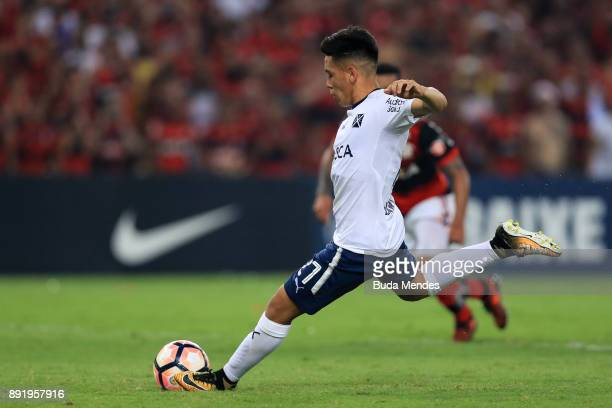 Ezequiel Barco of Independiente scores a penalty during the second leg of the Copa Sudamericana 2017 final between Flamengo and Independiente at...