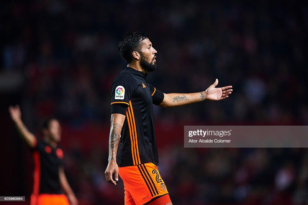 Ezequiel Garay of Valencia CF reacts during the La Liga match between Sevilla FC and Valencia CF at Estadio Ramon Sanchez Pizjuan on November 26, 2016 in Seville, Spain.