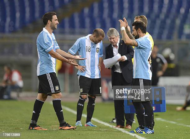 Ezequiel Lavezzi and Gonzalo Higuain of Argentina during the international friendly match between Italy v Argentina at Stadio Olimpico on August 14...