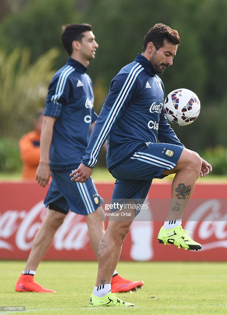 Ezequiel Lavezzi of Argentina controls the ball during a training session at Argentine Football Association 'Julio Humberto Grondona' training camp on June 01, 2015 in Ezeiza, Argentina. Argentina will face its first match as part of Copa America Chile 2015 against Paraguay on June 13th, 2015.