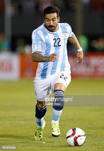 Ezequiel Lavezzi of Argentina drives the ball during a match between Paraguay and Argentina as part of FIFA 2018 World Cup Qualifier at Defensores...