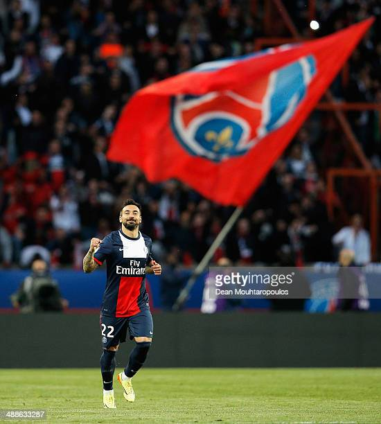 Ezequiel Lavezzi of PSG celebrates scoring the first goal of the game during the Ligue 1 match between Paris SaintGermain FC and Stade Rennais FC at...