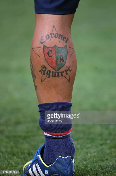 Ezequiel Lavezzi of PSG shows his new tattoo 'Coronel Aguirre' his argentinian hometown football club's name during the Ligue 1 match between Paris...