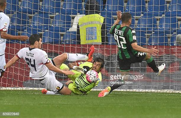 Ezequiel Munoz and Mattia Perin of Genoa CFC and Gregoire Defrel of US Sassuolo Calcio in action during the Serie A match between US Sassuolo Calcio...