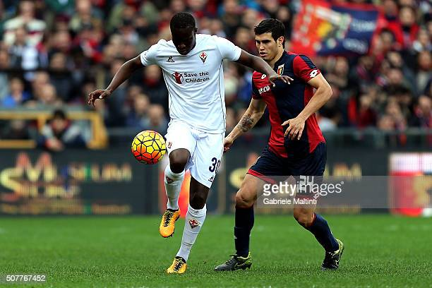 Ezequiel Munoz of Genoa CFC battles for the ball with Khouma Babacar of ACF Fiorentina during the Serie A match between Genoa CFC and ACF Fiorentina...