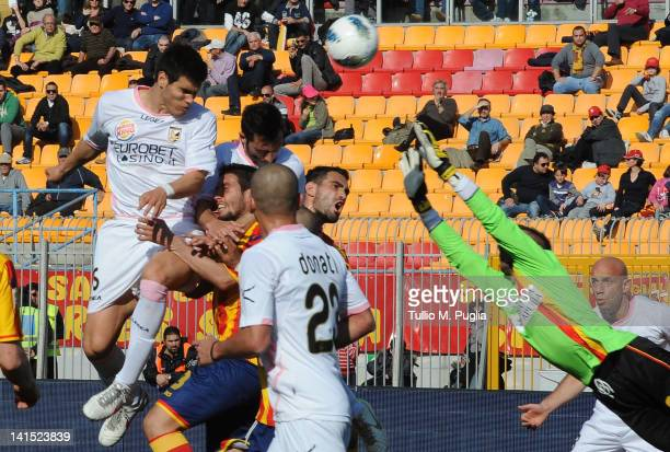 Ezequiel Munoz of Palermo scores the equalizing goal during the Serie A match between US Lecce and US Citta di Palermo at Stadio Via del Mare on...