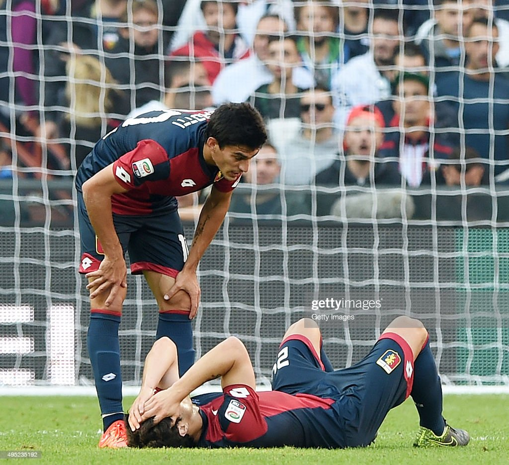 Ezequiel Munoz player of Genoa injured during the Serie A match between Genoa CFC and SSC Napoli at Stadio Luigi Ferraris on November 1, 2015 in Genoa, Italy. (Photo by Francesco/Getty Images