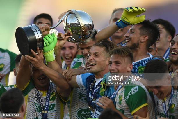 Ezequiel Unsain of Defensa y Justicia lifts the champions trophy after the final match of Copa Sudamericana 2020 between Lanús and Defensa y Justicia...