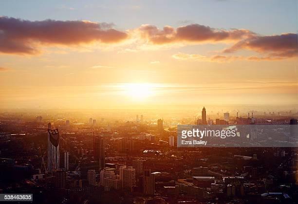 the city skyline at sunset. - sunset - fotografias e filmes do acervo