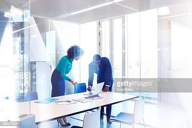colleagues in meeting room discussing project - leanincollection stock pictures, royalty-free photos & images
