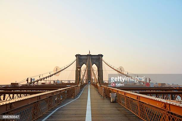 brooklyn bridge at sunrise. - brooklyn bridge stock pictures, royalty-free photos & images