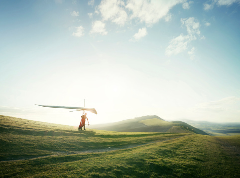 Hang glider setting off from hill top. - gettyimageskorea