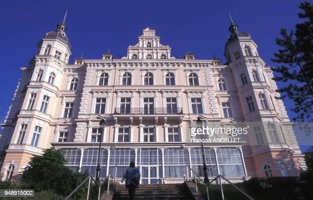 Façade de l'hôtel Bristol Palace de Karlovy Vary en mai 1997 République tchèque