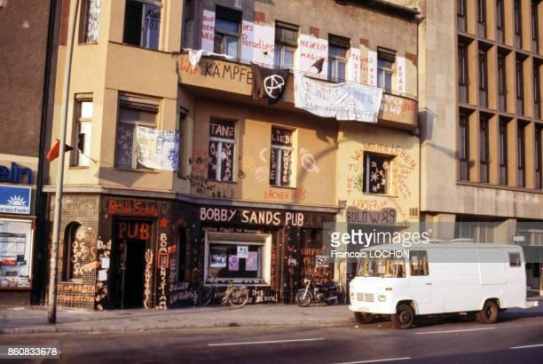 Façade du Bobby Sands Pub du nom du militant républicain de l'IRA en 1981 à Belfast en Irlande du Nord au RoyaumeUni