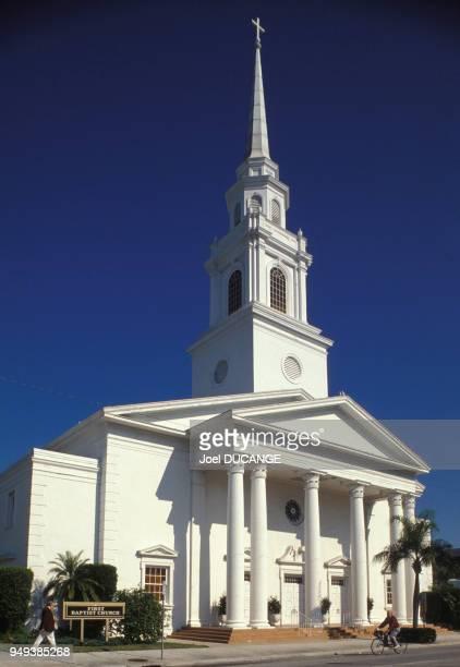 Façade d'une église de Saratosa, en Floride, Etats-Unis.