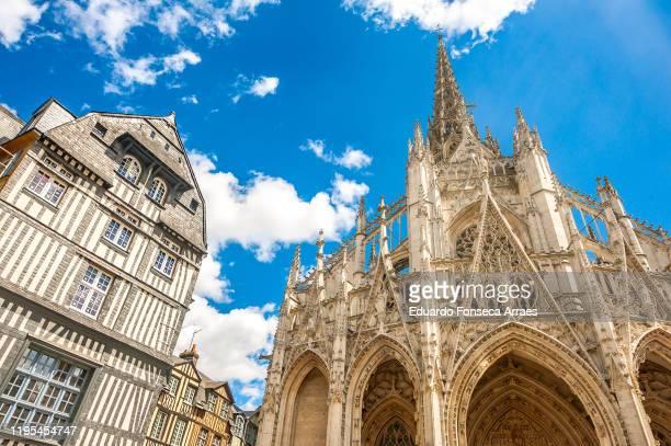 façade, gates, tower and entrance of the église (church) catholique saint-maclou - rouen stock pictures, royalty-free photos & images