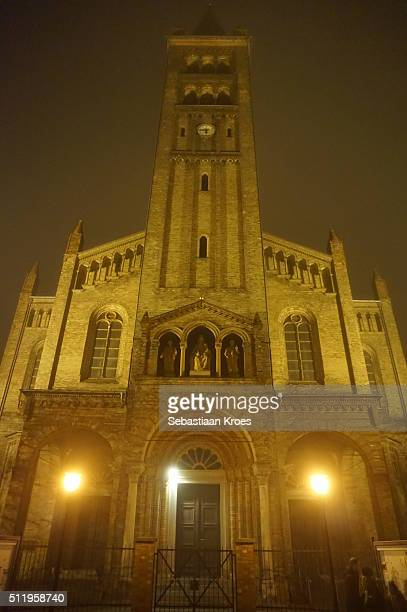 façade of the church, peter-und-paul-kirche, at night, potsdam, germany - kirche stock pictures, royalty-free photos & images