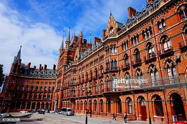 façade of the st. pancras station, london, united kingdom - キングスクロス駅 ストックフォトと画像