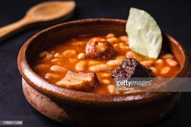 fabada asturiana - cris cantón photography fotografías e imágenes de stock
