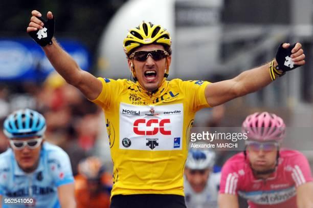 Fabian Cancellara, le maillot Jaune, remporte la troisieme etape.