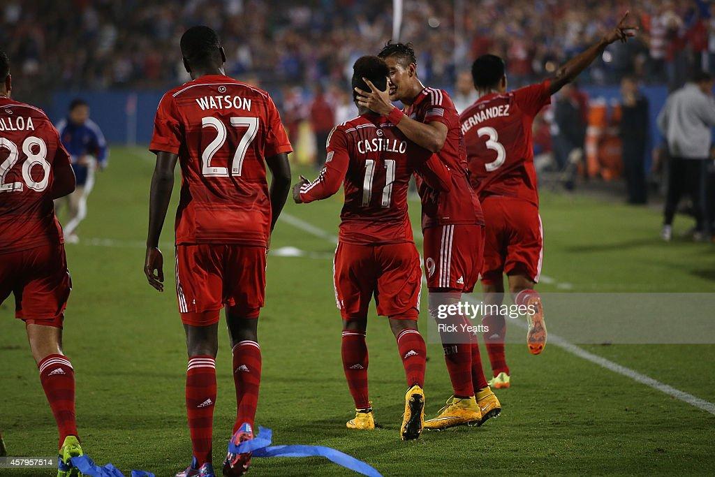 Los Angeles Galaxy v FC Dallas : News Photo