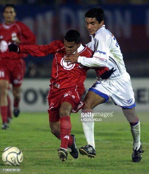 Fabian Coelho player for Nacional fights for the ball with Luis Garcia of America de Cali 17 May 2001 in Montevideo Uruguay Fabian Coelho jugador del...