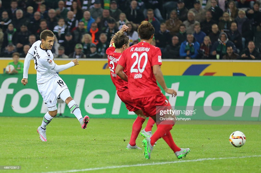 Fabian Johnson of Borussia Moenchengladbach scores the first goal during the Bundesliga match between Borussia Moenchengladbach and FC Augsburg at Borussia-Park on September 23, 2015 in Moenchengladbach, Germany