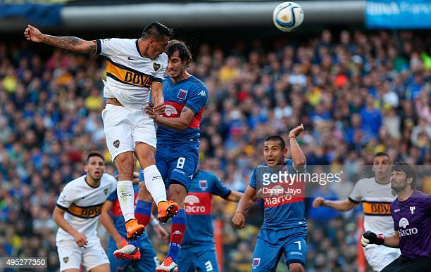 Fabian Monzon of Boca Juniors heads the ball to score the opening goal during a match between Boca Juniors and Tigre as part of 29th round of Torneo...