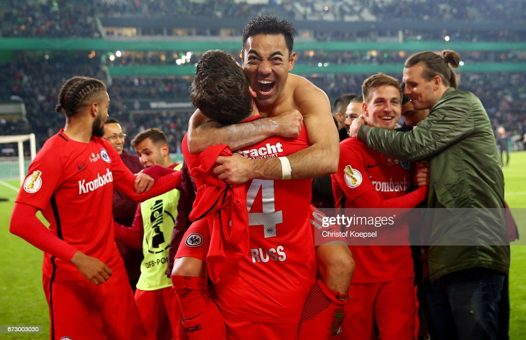 Fabian #10 of Frankfurt celebrate with his team mates victory after penalty shoot out during the DFB Cup semi final match between Borussia Moenchengladbach and Eintracht Frankfurt at Borussia-Park on April 25, 2017 in Moenchengladbach, Germany.