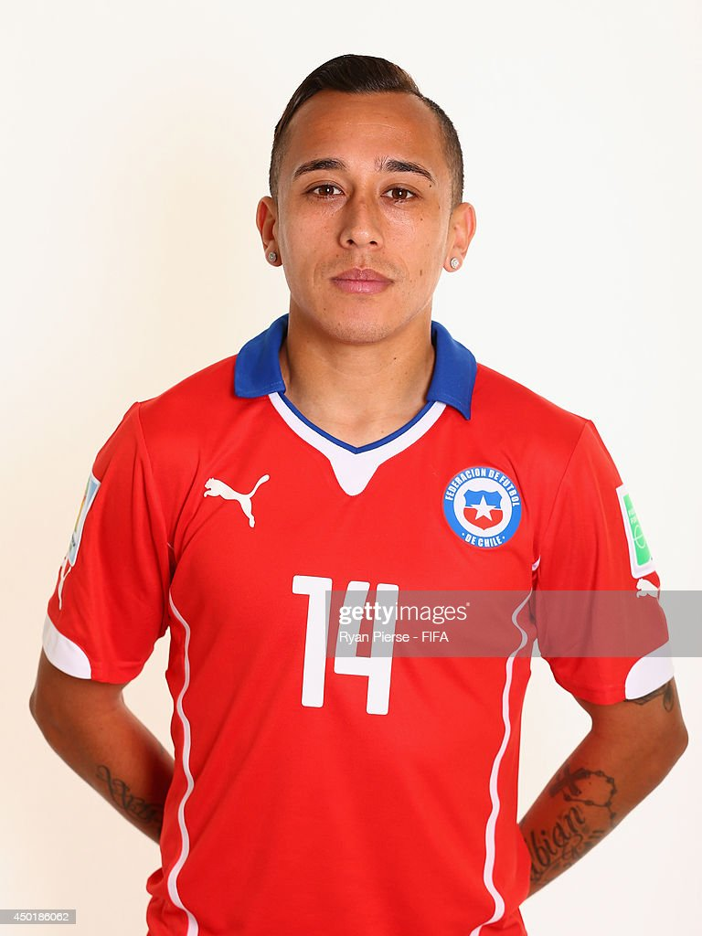 CHILE - Etnografía, cultura y mestizaje Fabian-orellana-of-chile-poses-during-the-official-fifa-world-cup-picture-id450186062