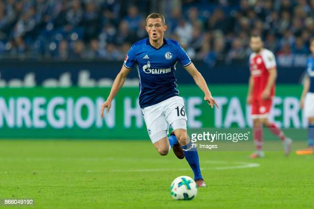 Fabian Reese of Schalke controls the ball during the Bundesliga match between FC Schalke 04 and 1 FSV Mainz 05 at VeltinsArena on October 20 2017 in...