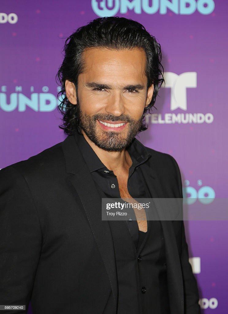 "Telemundo's Premios Tu Mundo ""Your World"" Awards - Backstage"