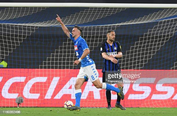 Fabian Ruiz of SSC Napoli celebrates the 40 goal as Danilo D'Ambrosio of FC Internazionale looks on disappointed during the Serie A match between SSC...