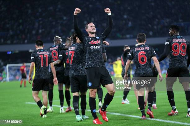 Fabian Ruiz of SSC Napoli celebrates with team mates after scores his Opening Goal ,during the Serie A match between SSC Napoli and Bologna FC at...