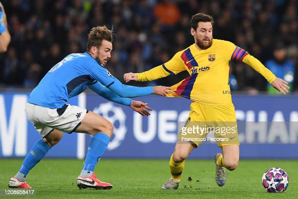 Fabian Ruiz of SSC Napoli vies with Lionel Messi of FC Barcelona during the UEFA Champions League round of 16 first leg match between SSC Napoli and...