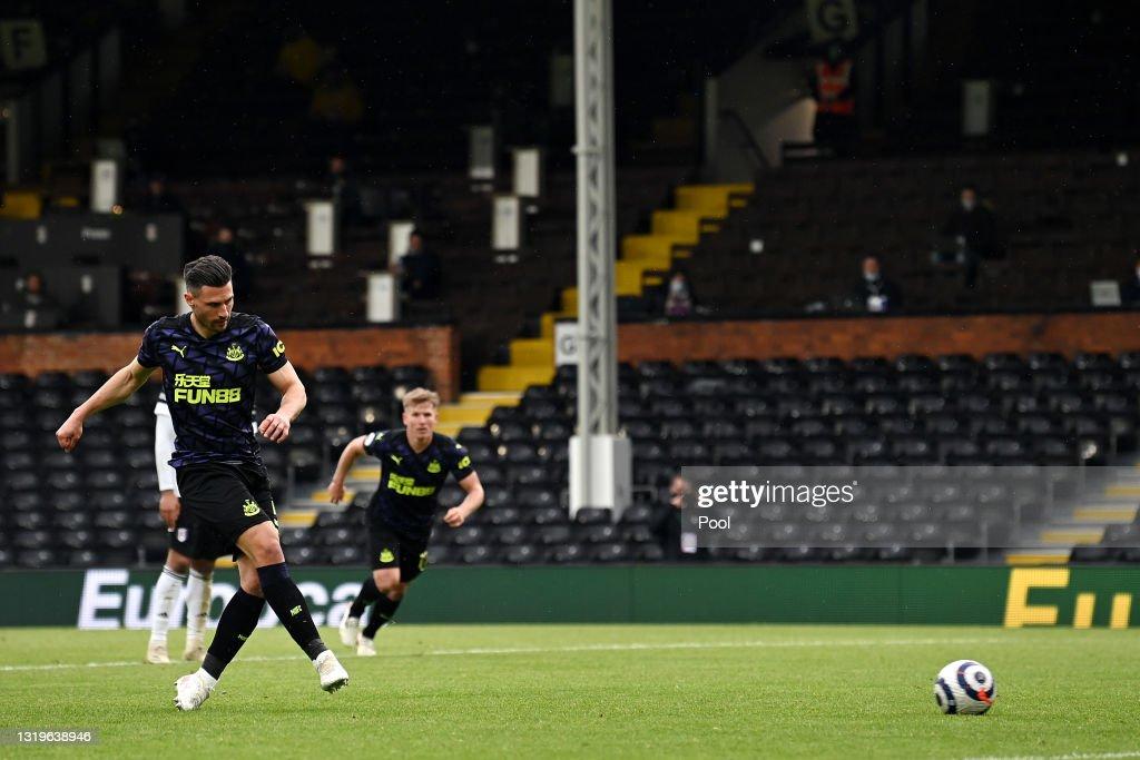 Fulham v Newcastle United - Premier League : ニュース写真