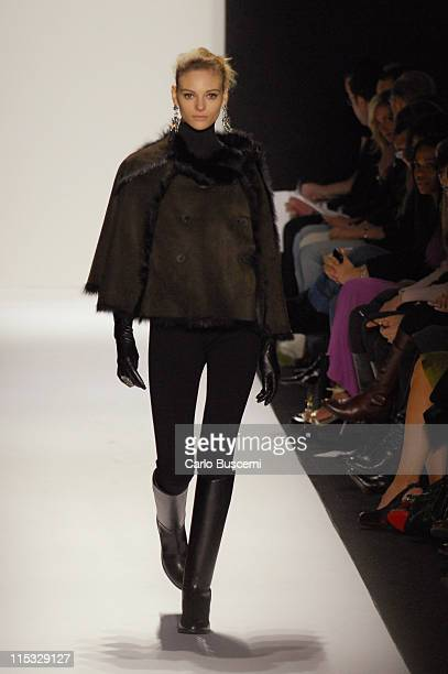 Fabiana Semprebom wearing Badgley Mischka Fall 2007