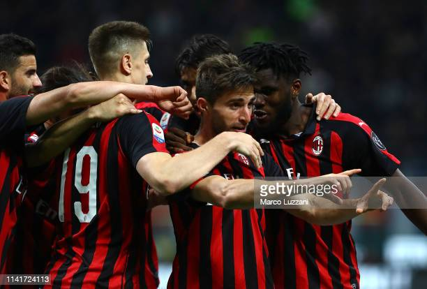 Fabio Borini of AC Milan celebrates his goal with his teammates during the Serie A match between AC Milan and Bologna FC at Stadio Giuseppe Meazza on...