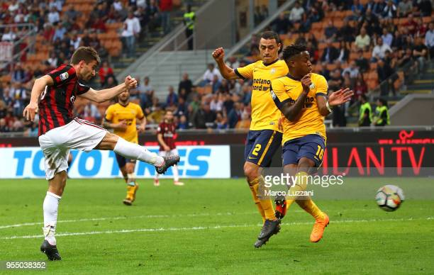 Fabio Borini of AC Milan scores his goal during the serie A match between AC Milan and Hellas Verona FC at Stadio Giuseppe Meazza on May 5, 2018 in...