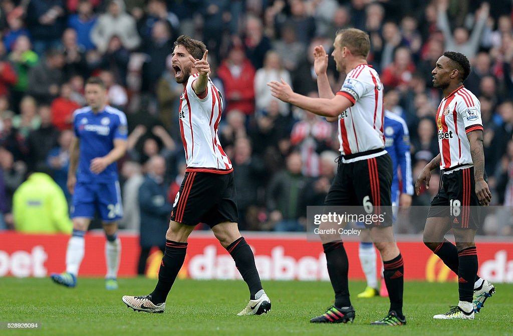 Fabio Borini (1st L) of Sunderland celebrates scoring his team's second goal during the Barclays Premier League match between Sunderland and Chelsea at the Stadium of Light on May 7, 2016 in Sunderland, United Kingdom.