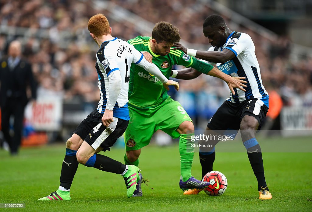 Fabio Borini of Sunderland goes between Jack Colback (4) and Moussa Sissoko of Newcastle United (7) during the Barclays Premier League match between Newcastle United and Sunderland at St James' Park on March 20, 2016 in Newcastle upon Tyne, United Kingdom.
