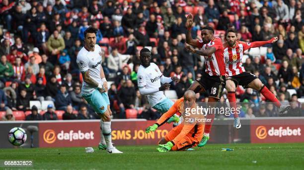 Fabio Borini of Sunderland scores his sides second goal during the Premier League match between Sunderland and West Ham United at Stadium of Light on...